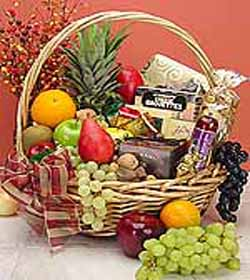 Royal Fruit & Gourmet Basket